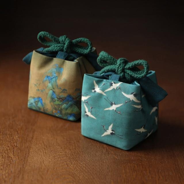 【原藝坊】國畫復古風 加厚綢緞茶具收納包 布包(祥鶴 千里江山兩個一組)