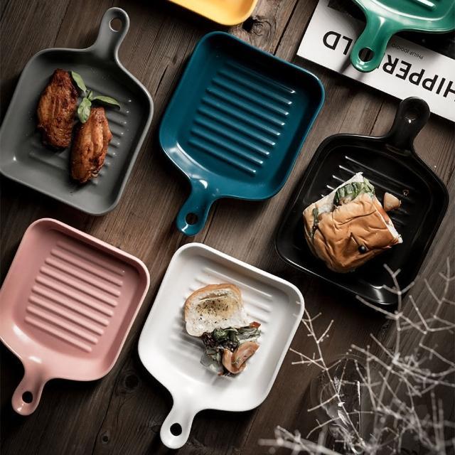 【EZlife】北歐帶柄陶瓷烘培焗烤盤(贈銀色餐具1支)