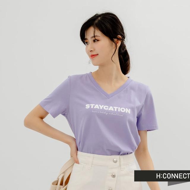 【H:CONNECT】韓國品牌 女裝 -率性V領英文字樣個性T恤(紫)