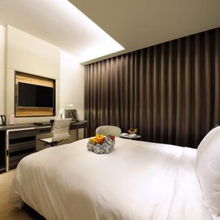 【電子票券】台南榮美金鬱金香酒店標準雙人房含早餐2客(旺日+400 假日+800)