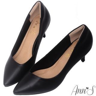 【Ann'S】漫步華爾滋-素色品味斜口低跟舒適尖頭鞋(黑)