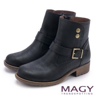 【MAGY】中性俏皮 磨面感牛皮扣環短靴(黑色)