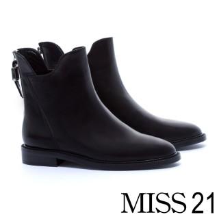 【MISS 21】獨特縫線設計全真皮尖頭粗跟短靴(黑)