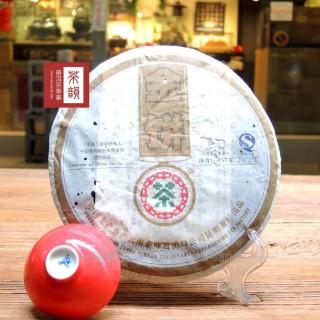 【茶韻普洱茶事業】2007年高檔新中茶金餅生茶357g(附茶樣10g.收藏盒.茶針x1)