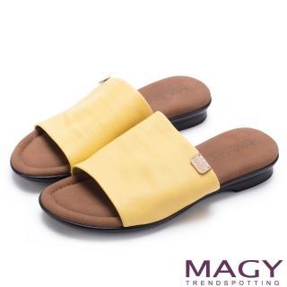 【MAGY】簡約夏日 超軟皮革寬版一字平底拖鞋(黃色)
