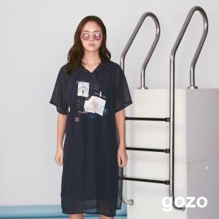 【gozo】設計印花網紗拼接連帽長版洋裝(深藍)