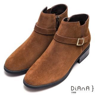 【DIANA】個性魅力繞帶釦環牛反毛皮粗跟短靴-率性時尚(棕)