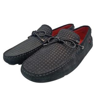 【TOD'S】聯名FERRARI麂皮綁帶手工豆豆鞋(黑XRM0XB0U520RE0B999)